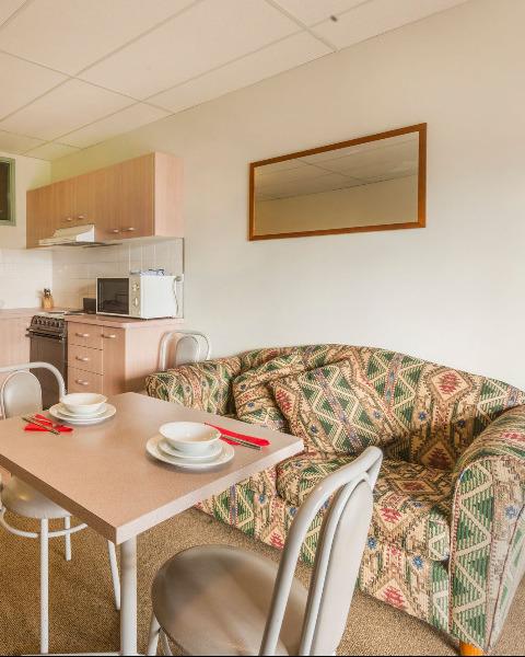 Available Apartments At Falls